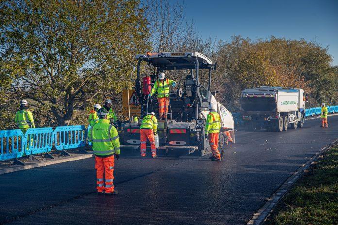 asphalt road, graphene-enhanced asphalt,